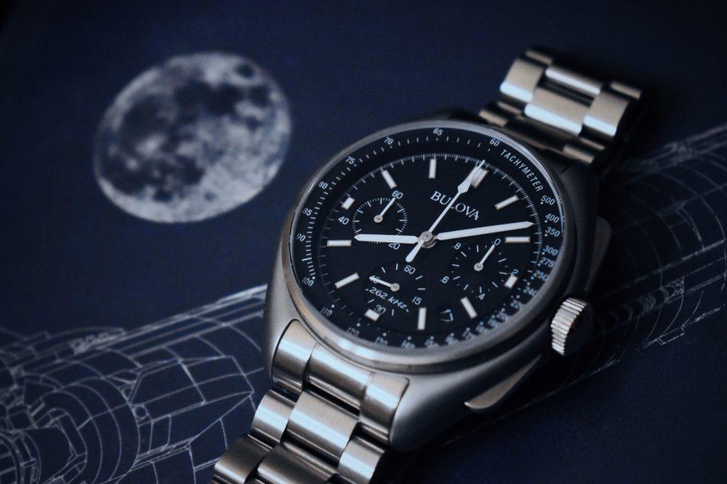metal pilot watch with a tachymeter