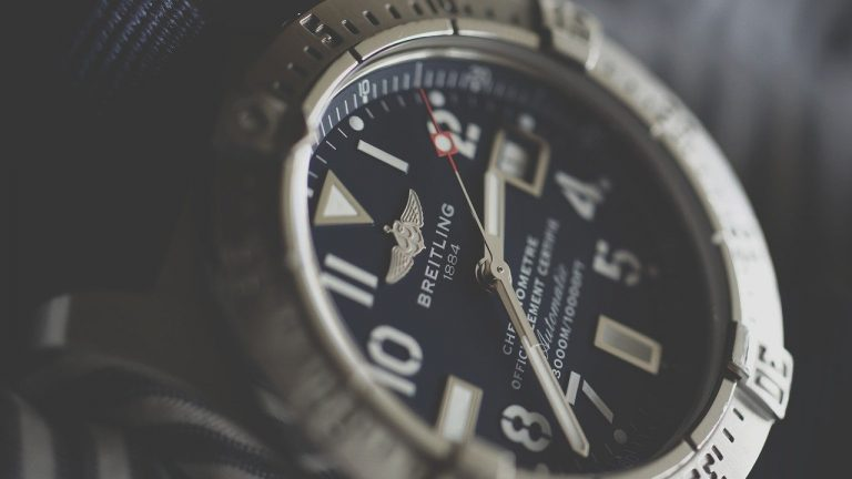 Sweeping second hand watches