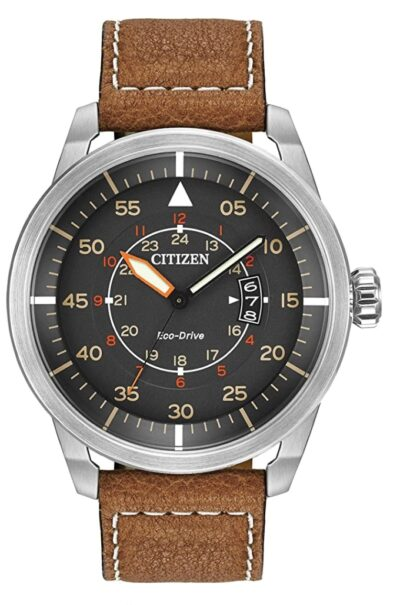 Vintage-like Citizen piece with leather strap
