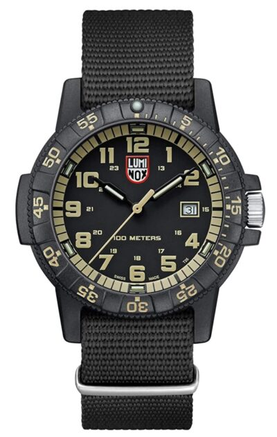 Army-style analog dive wristwatch